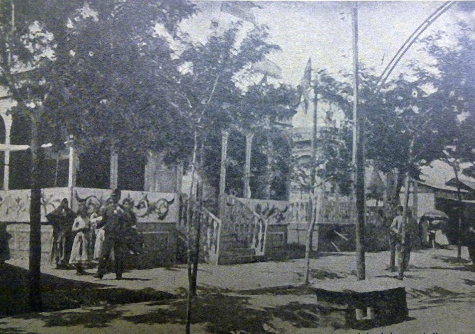 Pabellones del Egido de San Gregorio engalanados para la Feria de Mayo de 1907. Archivo Municipal