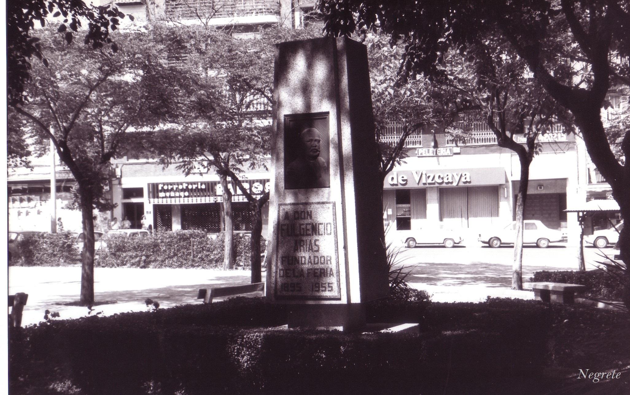 Monumento Fulgencio Arias, inaugurado en 1955 Archivo F.Negrete 1986