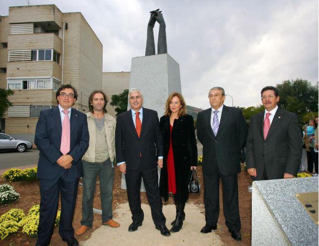 Monumento a los Donantes de Sangre Autor Emi Vozmediano 2007