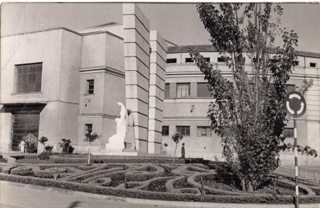 Mercado Municipal y Monumento a los Caídos en el Trabajo. Principios de los años 60