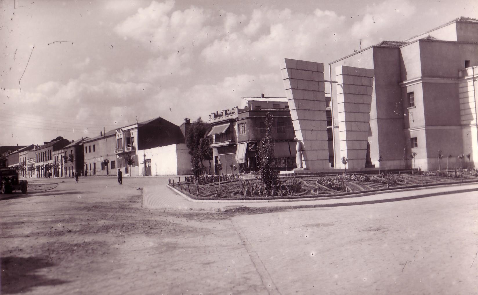 Monumento a los caídos en el trabajo Tarjeta postal Ed Alarde. Años 50