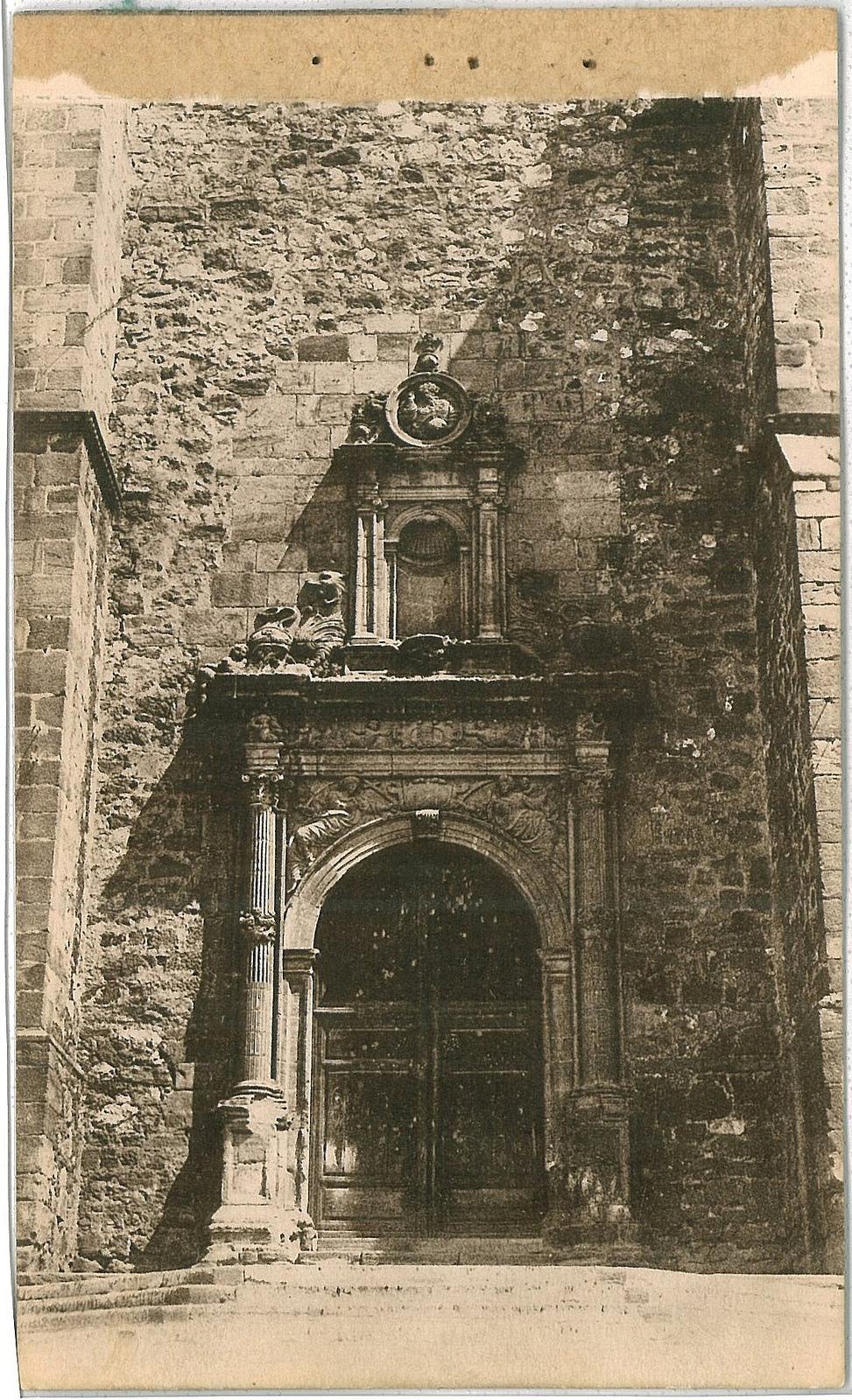 Puerta Sur iglesia Asuncion 1930. Fotografía Oña