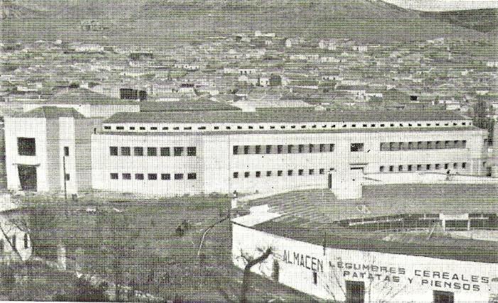El Mercado Municipal junto a la Plaza de Toros. 1957