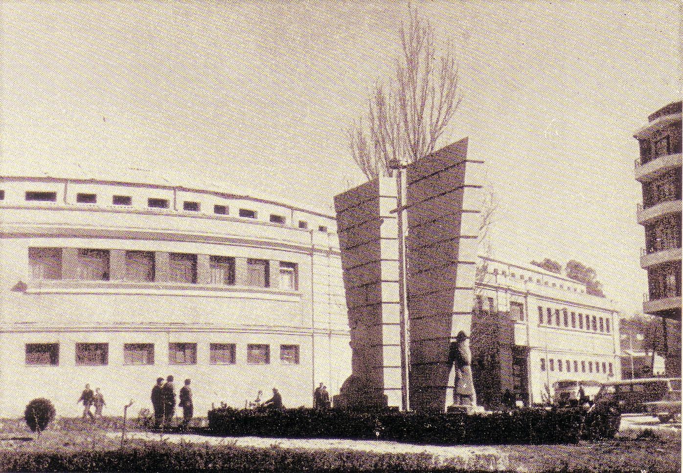 Monumento a los caídos en el trabajo Autor Marino B. Amaya. Años 60