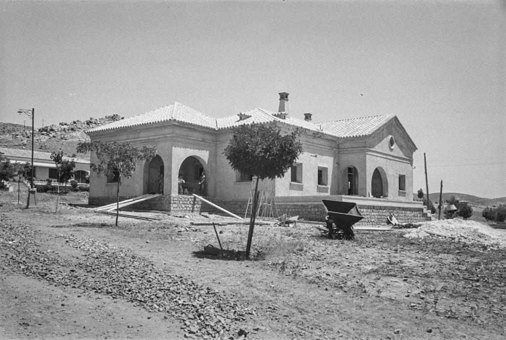 Construcción de casas residenciales. Fotografía tomada hacia 1952