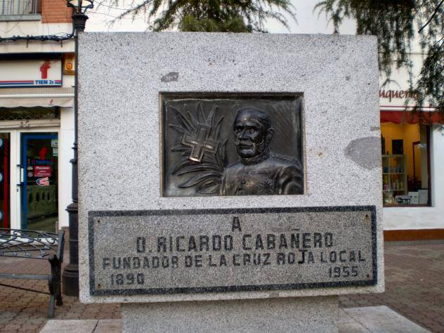 Monumento a Ricardo Cabañero, fundador de la Cruz Roja Local