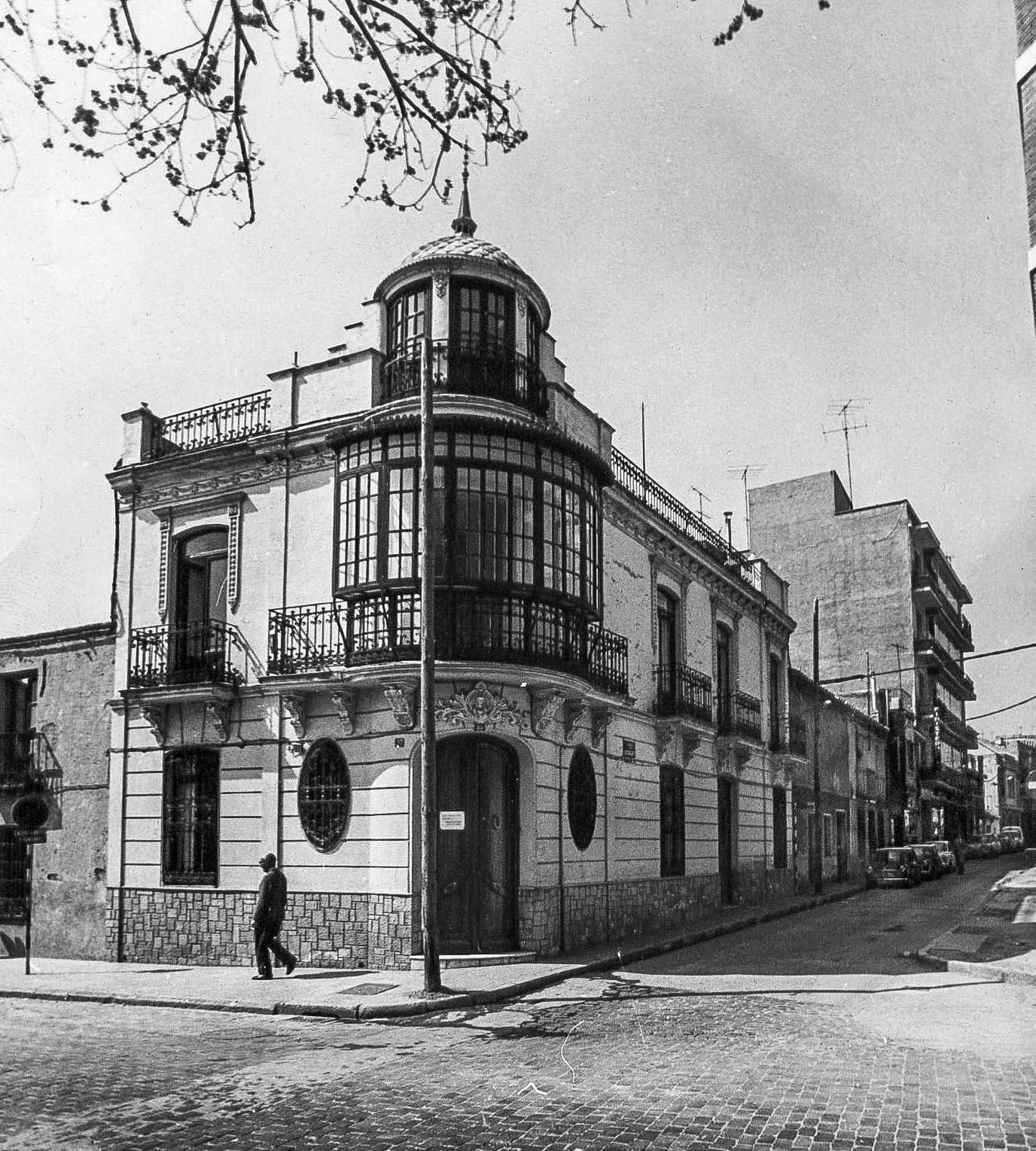 Casa de D. Félix Gómez esquina calle Vélez. 1971. Fotografía José Rueda. Archivo Luis Pizarro