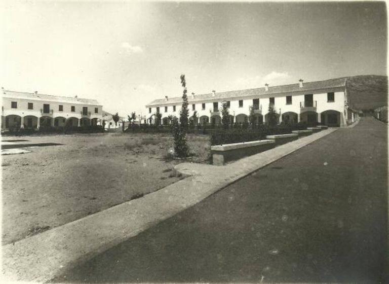 Los portales que rodean la Plaza San José