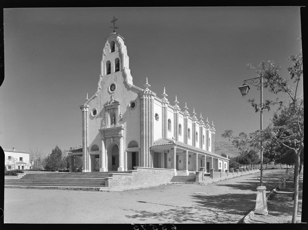 Exterior de la Parroquia de Santa Bárbara. Fotografía Juan Miguel Pando Barrero 1959