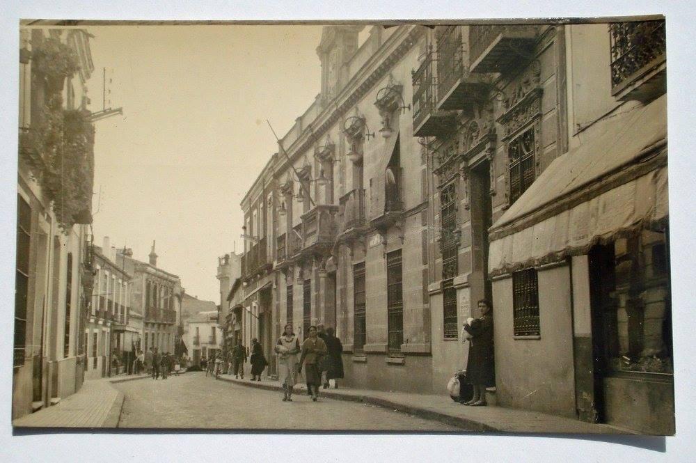 Casa de Correos y Telégrafos en la calle Calzada. En 1974 se ubicaría en su lugar la Casa de Cultura