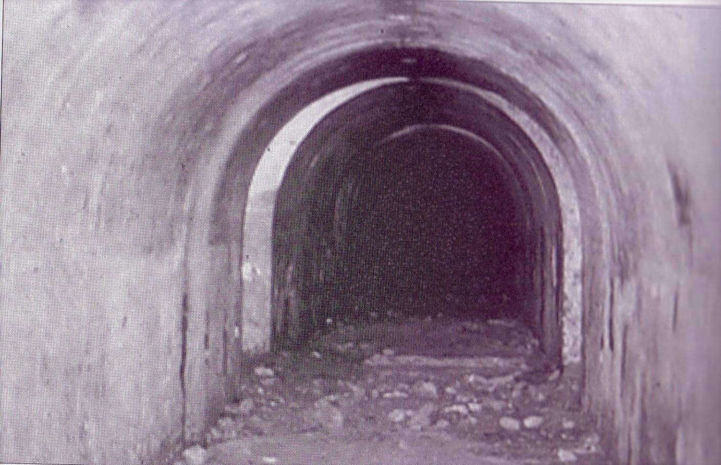 Refugio construido durante la Guerra Civil y descubiertos en la última remodelación del Bosque al hacerse el parking subterráneo. 1988