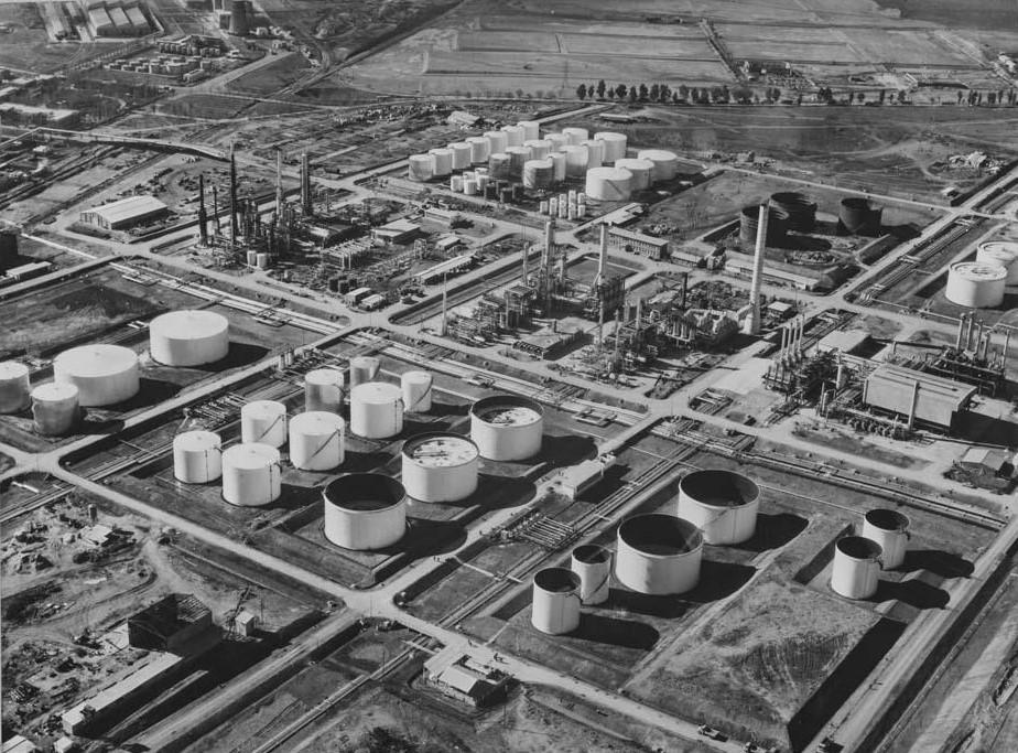 Refinería de petróleo. 1967 Fotografía Pando Barrero Juan Miguel.