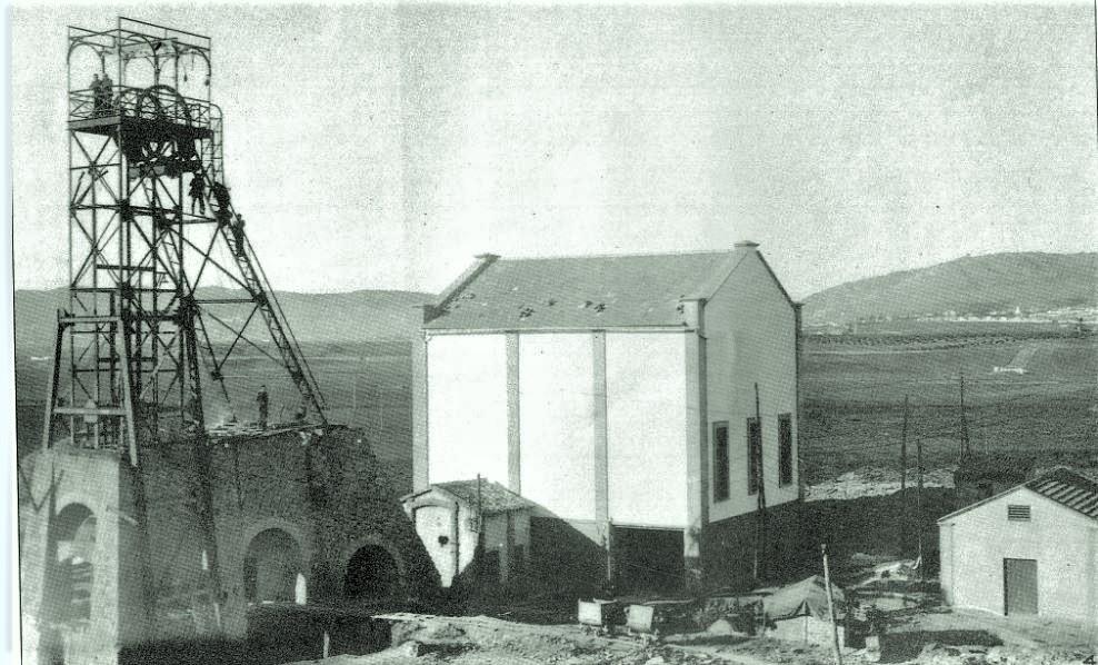Casa de máquinas del Pozo Este nº 2 o Bilbaína. 1953. Fotografía Oña