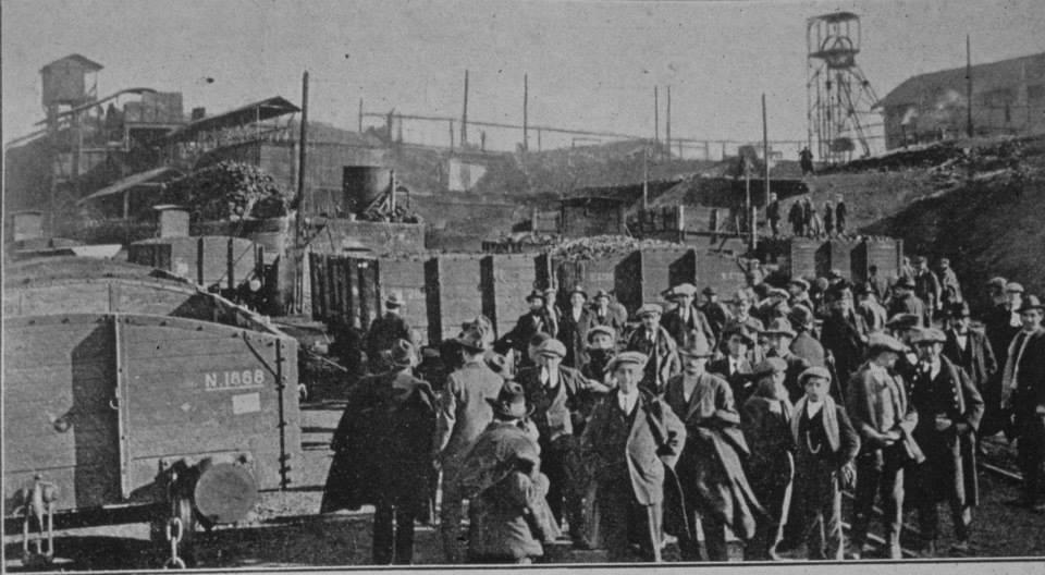 Pozo Elorza. Estudiantes de magisterio visitando las minas en 1916