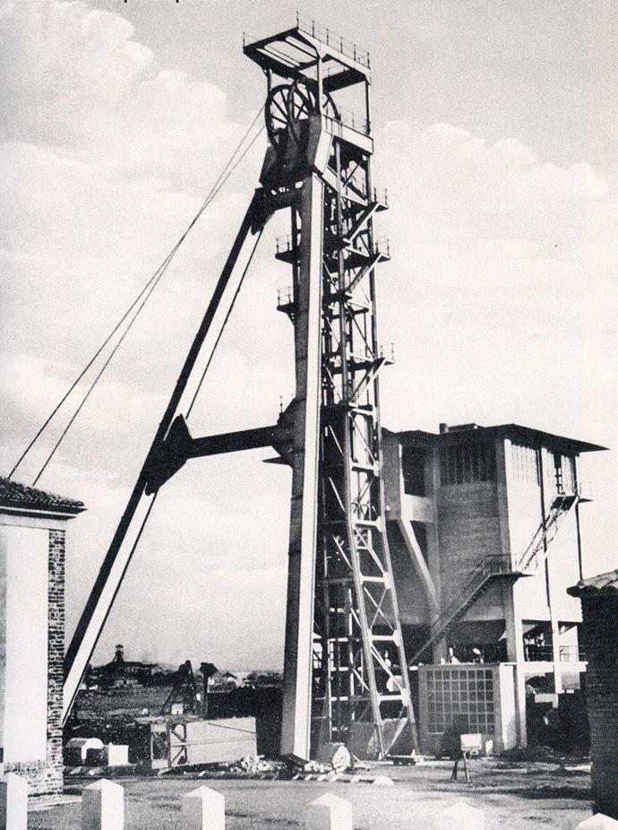 Pozo Calvo Sotelo, gemelo del Pozo Este. 38 metros de altura. Finales de los años 50. Archivo Museo Municipal