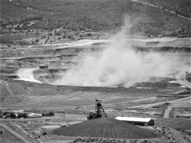 Extracción de carbón en Mina Enma. Se puede apreciar en primer término el Pozo Elorza