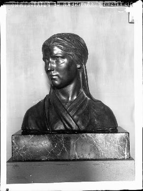 Homenaje a la mujer minera de Puertollano. Obra del escultor Julio Antonio Ruiz Vernacci. 1909.