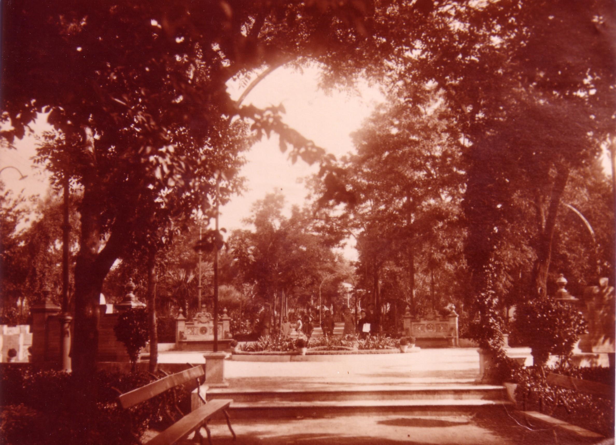 .Jardines y Fuente de los Leones. Fotografía Oña 1930