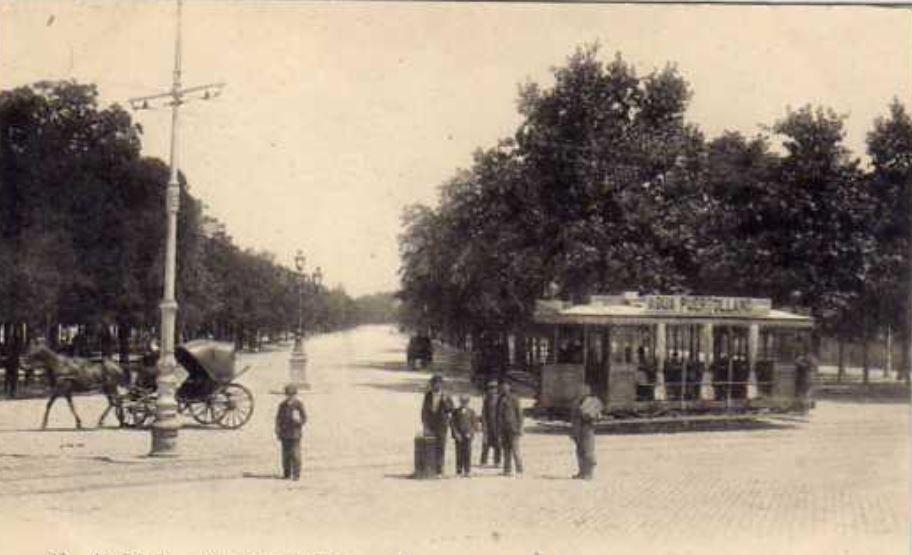 El agua agria se vendió embotellada a finales del S. XIX. Aquí se ve anunciada en un tranvía de Madrid a su paso por la Castellana