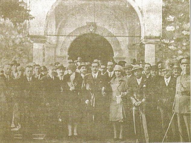 Primer día de Feria de Septiembre. Las autoridades delante de la ermita. Principios del S. XX