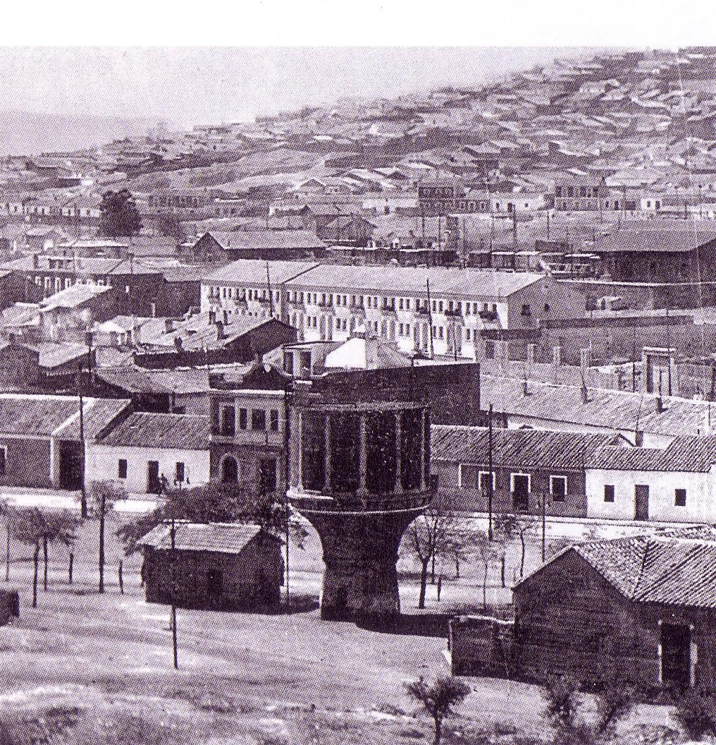 La Copa y al fondo la estación de tren y casas de los ferroviarios. Años 50