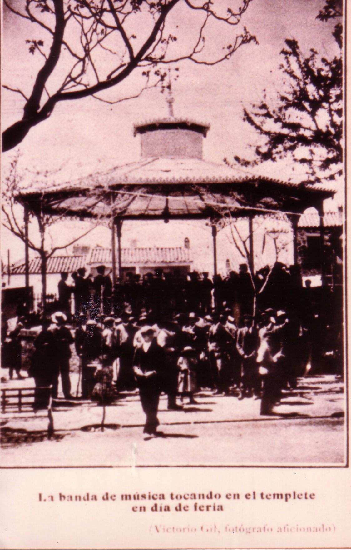 Templete Música. Años 20. Fotografía Victorio Gil. Archivo F. Negrete