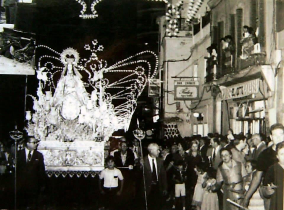 La Virgen de Gracia a su paso por el Paseo San Gregorio. Años 80
