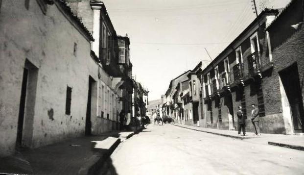 Calle Cruces hacia la antigua estación de ferrocarril