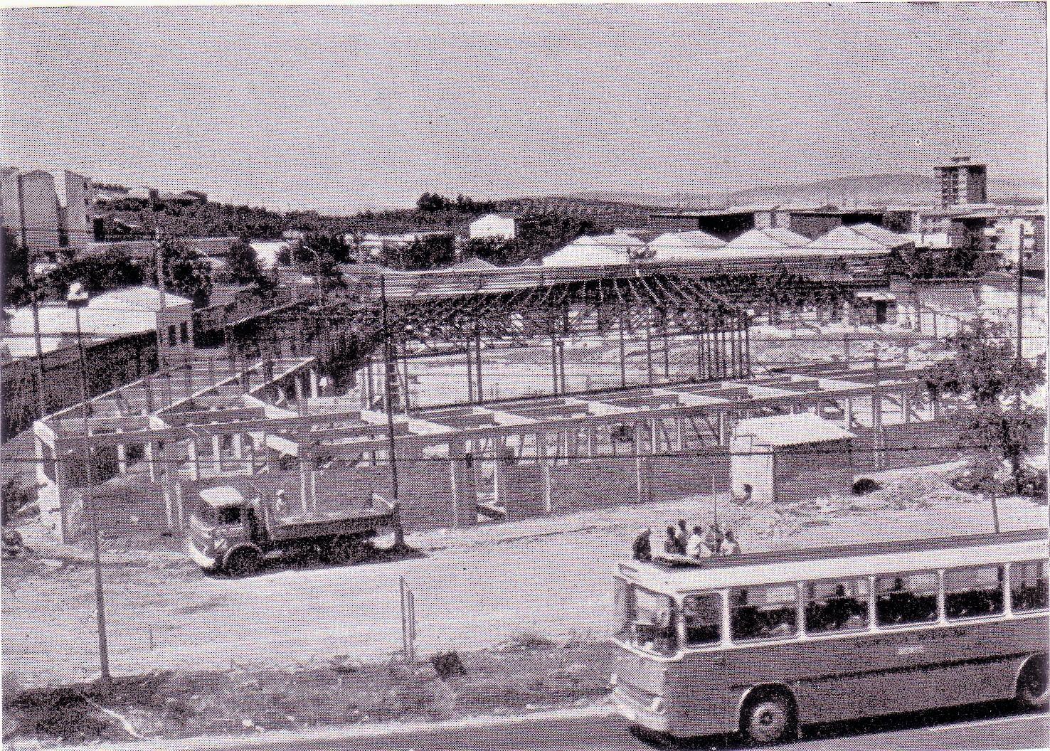 Construcción de la estación de autobuses. Seria inaugurada en 1975