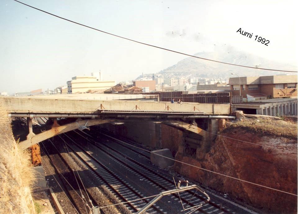 Puente antiguo de San Agustín. Fotografía Aumi Arias 1992.