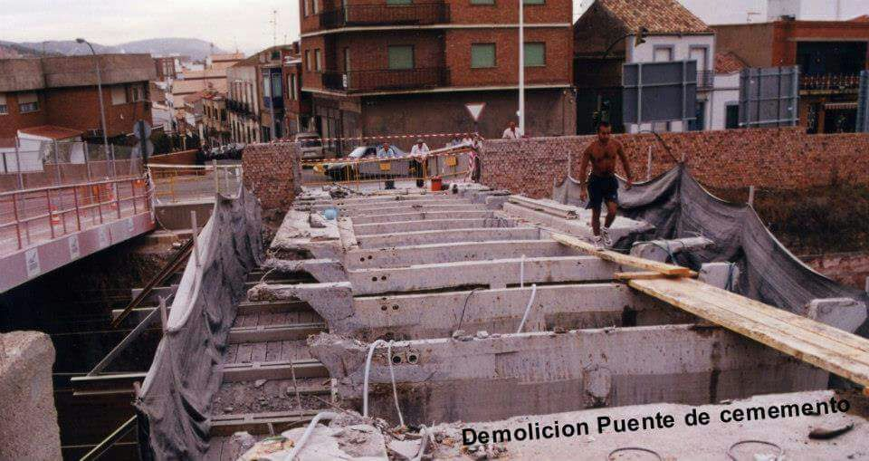 Puente S. Agustín. Demolición del puente