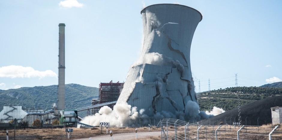 Demolición de la Torre de refrigeración el 27 de noviembre de 2015