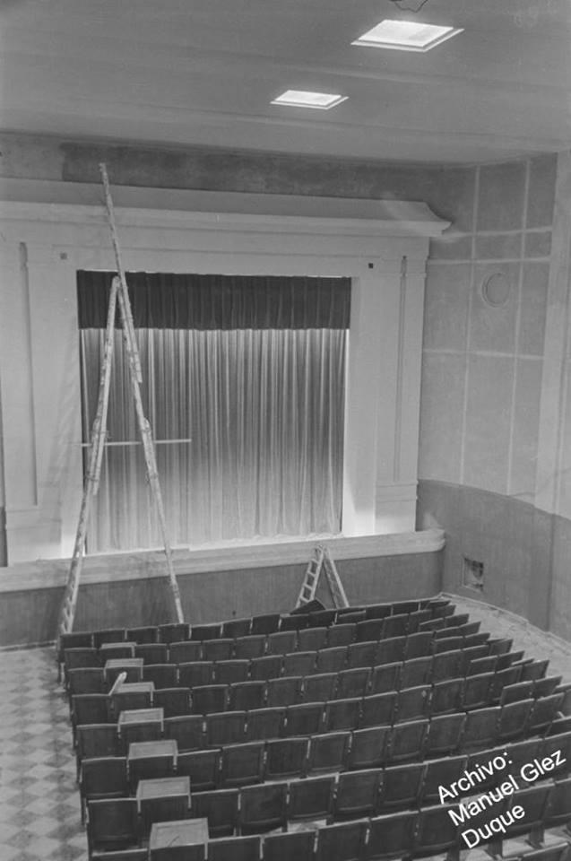 Interior cine del Poblado