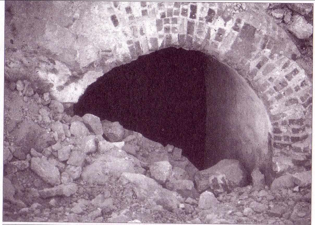 Refugio. El 28 de Septiembre de 1937 se aprueba, por el Consejo Municipal, las obras para la construcción de refugios y conducción de aguas.