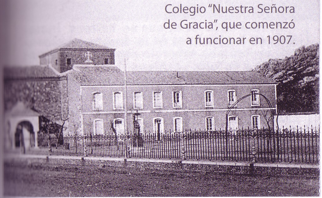 Colegio Municipal Virgen de Gracia, adosado a la ermita de la Patrona