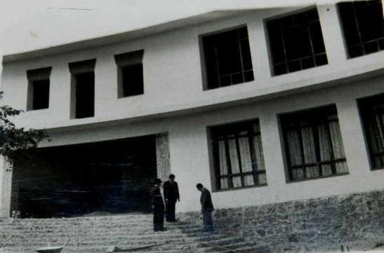 Colegio Ramón y Cajal, antiguas escuelas Ave María