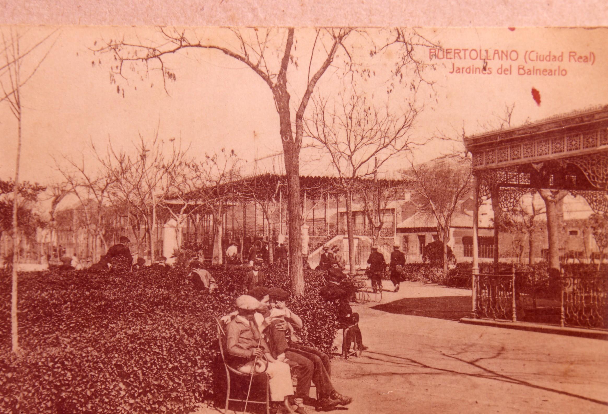 Jardines del Paseo S. Gregorio, Fuente Agria y Pabellones al fondo. Fotografía Enrique Malagón. 1905-1920