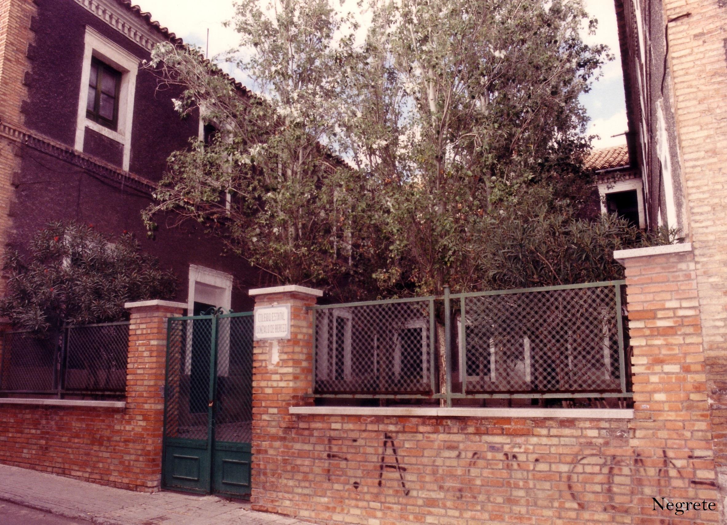 Colegio Gonzalo de Berceo en calle San José (estaría en el lugar del antiguo Pósito de Puertollano) Fotografía F. Negrete 1990