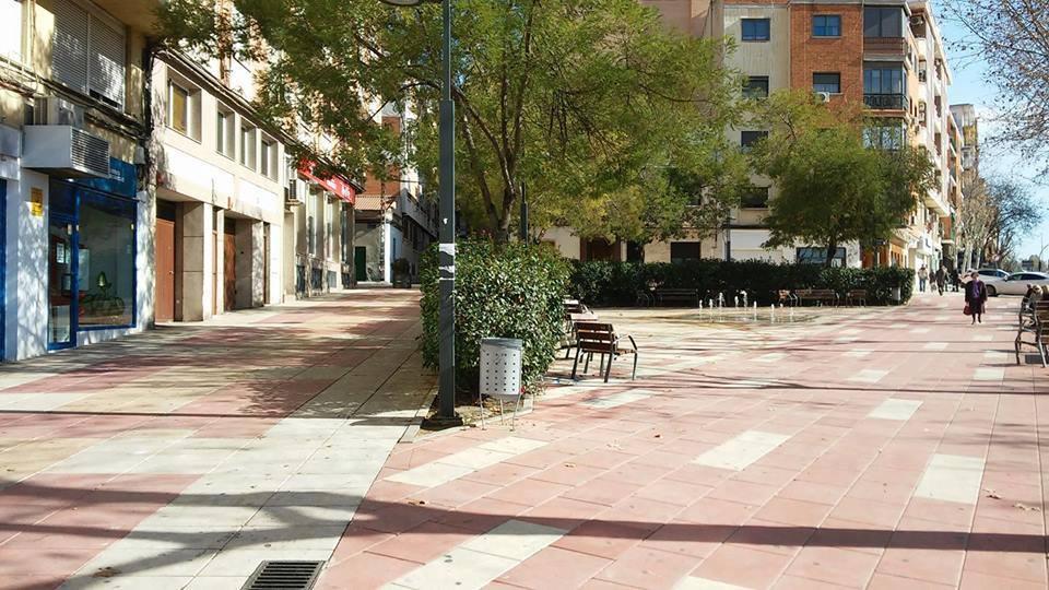 Plaza de Pouzauges Barriada Santa Ana. Fotografía Felipe Valentín García
