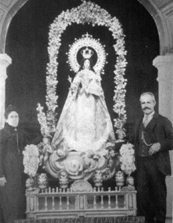 Maximino Ferrero Mayordomo de la Virgen de Gracia y su mujer Ignacia Arias. Archivo Aumi Arias
