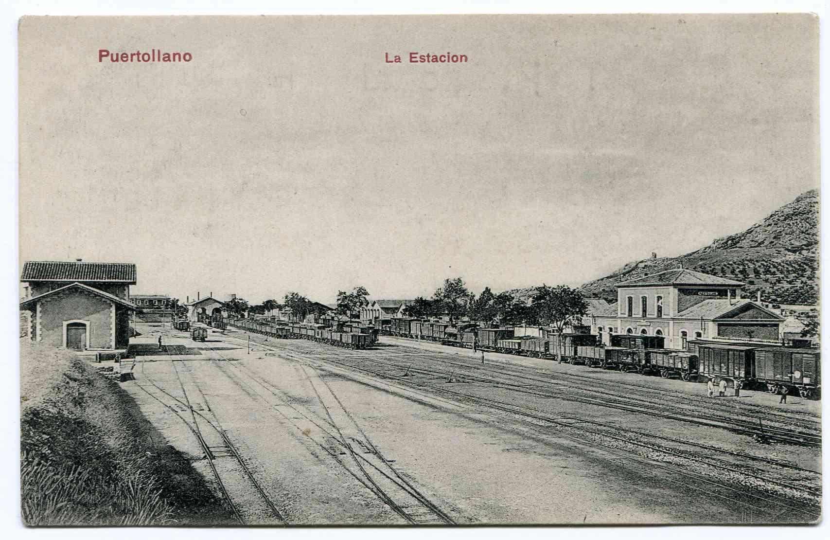 Estación de ferrocarril. Se observa tanto la de vía estrecha (izqda.) como la de vía ancha, 1900-1920