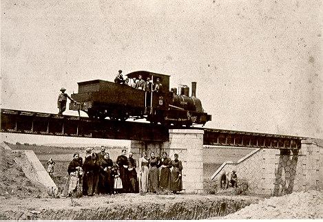Antiguo ferrocarril de vía estrecha entre Valdepeñas y Calzada en1893. Esta línea llegaría a Puertollano en 1903