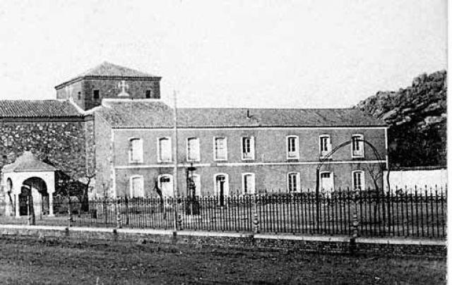 Entrada de la Iglesia y Colegio Nuestra Señora de Gracia (empezó a funcionar en 1907)