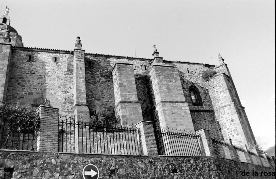 Los muros de la Parroquia de la Asunción. Fotografía De la Rosa