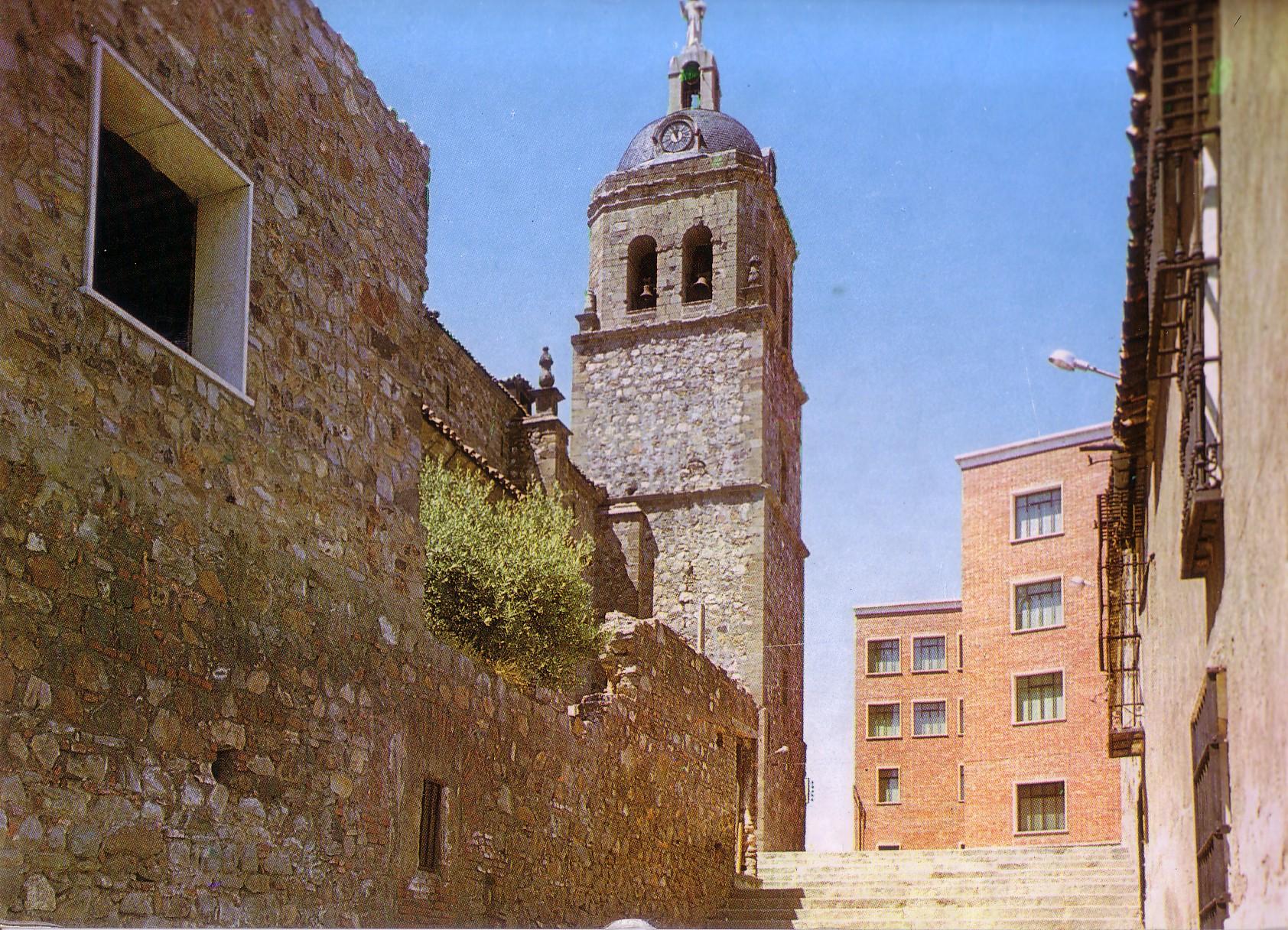 Iglesia de la Asunción. Se construyó la casa parroquial encima de los refugios de la guerra civil. Años 60