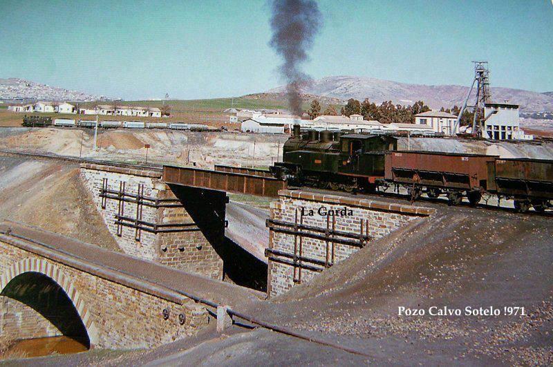 Pozo Calvo Sotelo y la Gorda atravesando el puente. Archivo Aumi Arias
