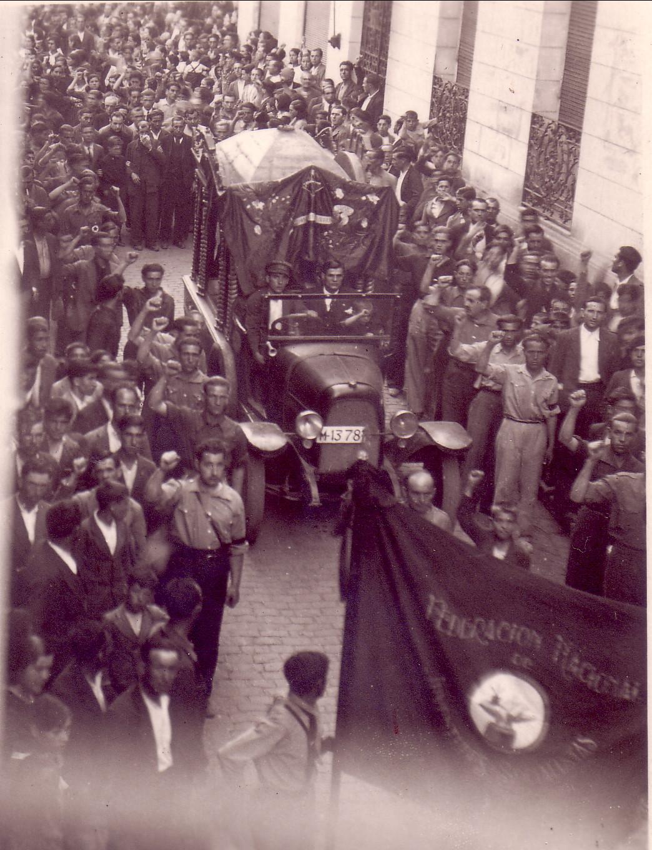 Entierro encabezado por la Federación Nacional de Juventudes Socialistas en Puertollano