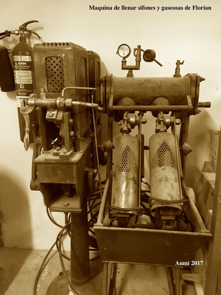 Máquina de llenar sifones y gaseosas de Florián- Fotografía Aumi Arias