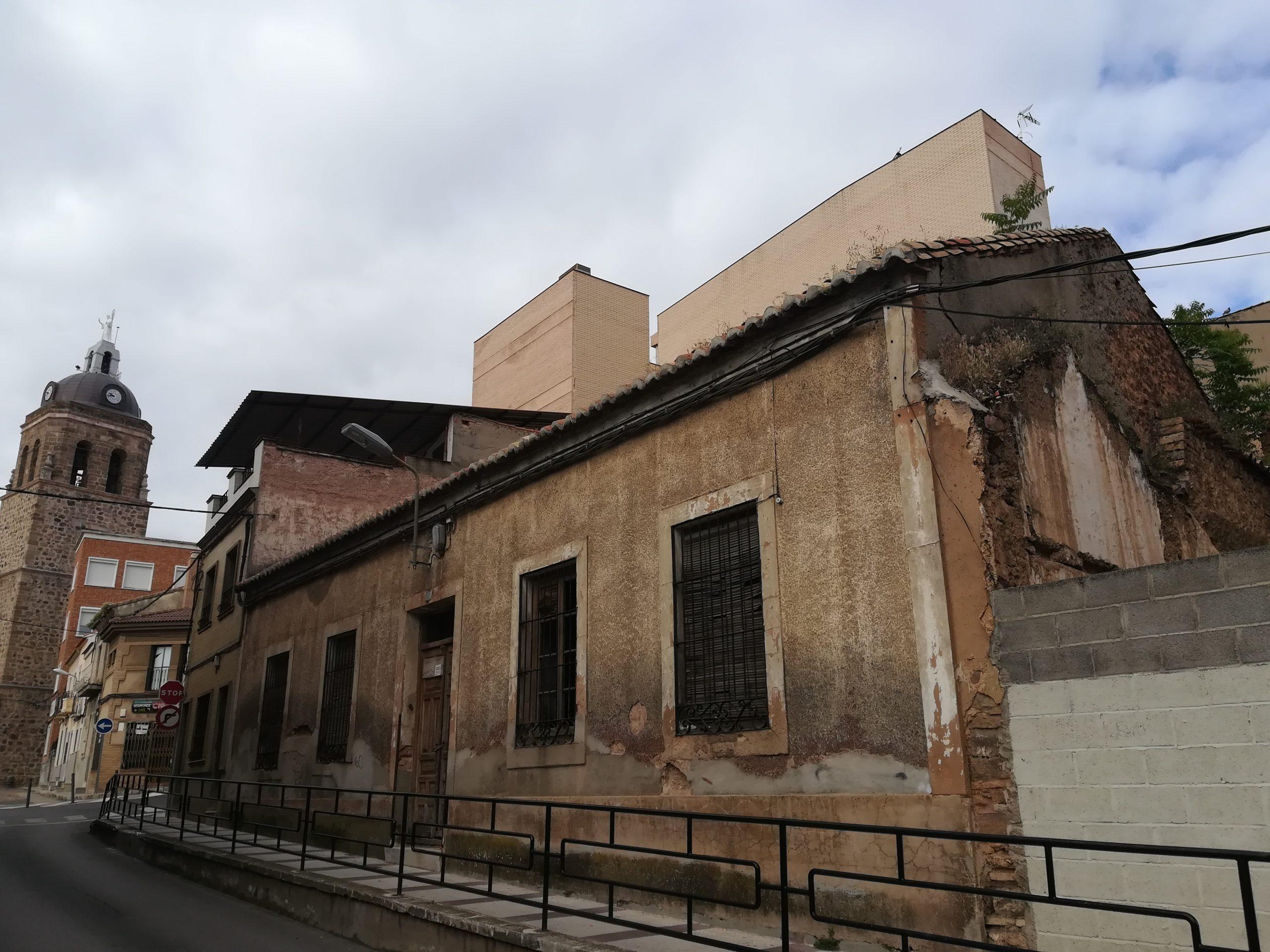 Antiguos Juzgados en la calle Hospital ocuparía el terreno que en el S. XVI era el Hospital San Juan Bautista. Archivo fotográfico de F. Negrete