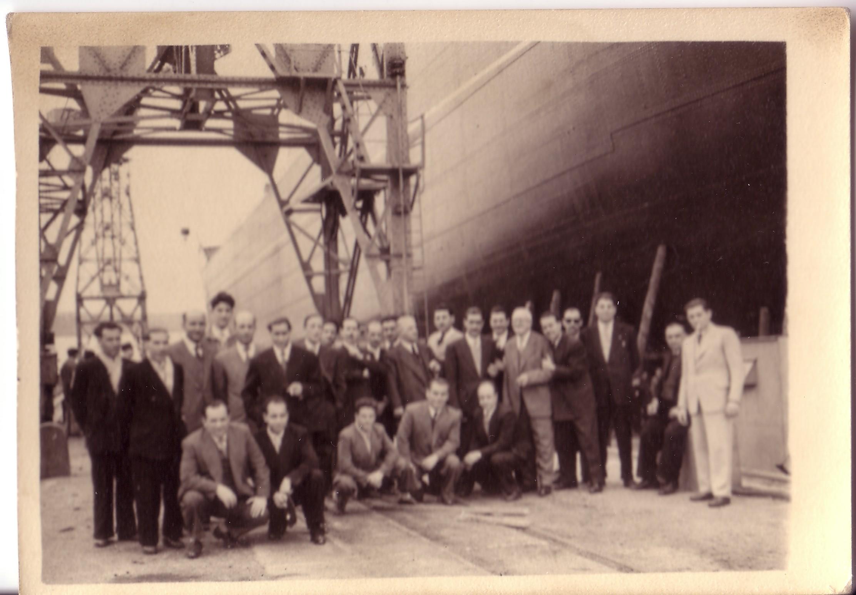 Personal de la empresa Calvo Sotelo invitados a la botadura del petrolero Puertollano. 1954 Archivo F. Negrete